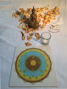 Für das Göttliche in Dir. Mandala mit Acryl auf Leinwandkarton 25 x 25 cm Artwork, Mandalas, Glee, Paper Board, Canvas, Work Of Art, Auguste Rodin Artwork, Artworks, Illustrators