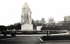 The 1939 New York World's Fair - In Focus - The Atlantic Statue of George Washington on the fairgrounds, on the 150th anniversary of his inauguration.