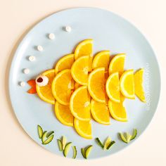 Orange fish. Cut up orange slices, and then in two. Place them over each other as shown in the picture. Mouth of the fish is made of carrot, while the eye is a mushroom and a raisin. The bubbles are made of mini-marshmallows!