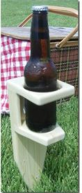 Beer/Beverage Spike DIY project Need these for the horseshoe pit Diy Projects Design, Diy Projects To Try, Home Projects, Craft Projects, Wine Glass Holder, Bottle Holders, Drink Holder, Woodworking Plans, Woodworking Projects