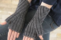 What happens when you reverse the usual way of making mitts? Hand gussets, of course. The two-by-two ribbing makes the fabric stretchy enough to fit a wide range of hands, suitable for a man or a woman.