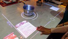whirpool futurix  Un grande piano cottura interattivo touchscreen connesso a Internet, che visualizza le ricette e altre informazioni mentre si sta cucinando, interagendo anche a voce: il concept presentato da Whirlpool al CES di Las Vegas, ci offre uno sguardo verso la cucina del futuro all'orizzonte 2020. Il piano cottura a induzione non ha posizioni prestabilite, e l'intera superficie agisce come un tablet gigante.