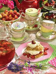 Strawberry Tea 500 Piece Jigsaw Puzzle - Tea Gifts - Roses And Teacups