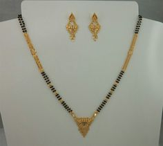 gold mangalsutra with earrings Gold Ring Designs, Gold Earrings Designs, Jewellery Designs, Gold Jewelry Simple, Gold Jewellery, India Jewelry, Gold Mangalsutra Designs, Jewelry Patterns, Bridal Jewelry