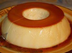 Receita pudim gelado (Não vai ao forno). Esquente 1 xícara de leite e nele dissolva 1 envelope de gelatina em pó sem sabor hidratada. Junte essa mistura a 2 caixinhas de creme de leite, e 2 latas de leite condensado e bata tudo no liquidificador até ganhar uma massa homogênea.  Calda: derreta o açúcar e acrescente um pouco de água. A dica é não deixar a  calda ficar muito grossa. Despeje a calda em uma forma, sobre ela, o pudim e leve pra gelar por 3 horas, pelo menos.