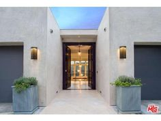 1901 Sunset Plaza Drive Los Angeles, CA 90069 (Hollywood Hills West)