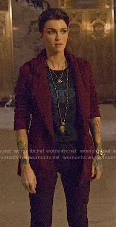 Kate Kane's red hooded blazer on Arrow Hooded Blazer, Nice People, Supergirl And Flash, Black Lightning, Batman Universe, Androgynous Fashion, Australian Models, Batwoman, Fashion Tv