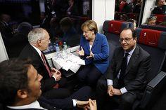 O premiê da Itália, Matteo Renzi, os presidente da França, Francois Hollande, e da Suíça, Johann Schneider-Ammann, e a chanceler alemã, Angela Merkel durante a inauguração do túnel de Base de São Gotardo