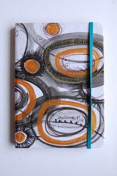 Libreta pintada a mano, acuarela, tinta y acrílico, de la serie ¨del jardín¨.  10.5 x 14.5 cms.  Ana Milena Gómez