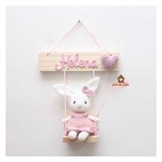 Crochet Baby Toys, Crochet Home, Cute Crochet, Crochet Dolls, Baby Crafts, Felt Crafts, Diy Crochet Patterns, Crochet Wall Hangings, Diy Bebe