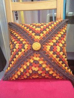 9 Tips for knitting – By Zazok Crochet Cushion Cover, Crochet Pillow Pattern, Crochet Square Patterns, Crochet Cushions, Crochet Squares, Crochet Fall, Crochet Round, Crochet Home, Crochet For Beginners