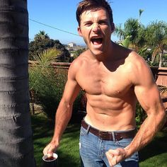 """Scott Eastwood - """"Thanks for the coffee cup #UTA. Going to the gym.  Time to start the day!!"""""""