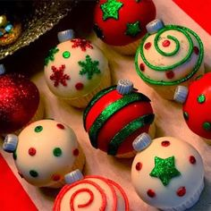 Ornament Cupcakes Tutorial - McGreevy Cakes adapt for cake pops? Holiday Cupcakes, Holiday Desserts, Holiday Baking, Holiday Treats, Holiday Recipes, Party Cupcakes, Christmas Cupcakes Decoration, Cupcake Decorations, Ladybug Cupcakes