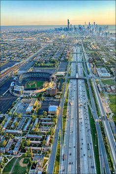 IIT on right across Dan Ryan from US Cellular Field. My father was a professor at IIT from 1955-1977.