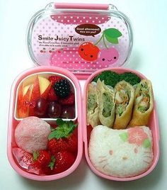 I'd love to prepare such a cute bento lunch for my daughter when she goes to school <3