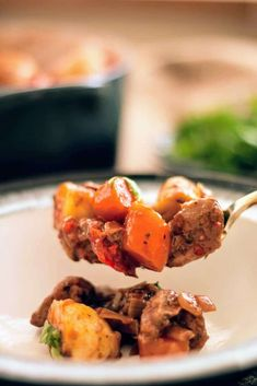 Slimming World Slow Cooker Syn Free Beef Stew - Tastefully Vikkie Slimming World Beef Stew, Slimming World Dinners, Slimming World Recipes Syn Free, Slow Cooker Gammon, Slow Cooker Chicken, Liver And Onions, Lamb Stew, Beef Bourguignon, Roast Dinner