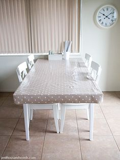 Fitted Round Tablecloth Elastic Or Drawstring Closure
