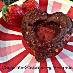 vegan strawberry brownie recipe    2	large mashed bananas 2	cups old fashioned oats. You can blend/process the oats to make oat flour if you like. 2	tbs unsweetened cocoa powder 1	tsp vanilla 1	cup chopped strawberries ¾	cup unsweetened applesauce (optional)  1 tbs maple syrup