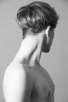 Introducing The Modern Bowl Cut Hairstyle - Hairstyles & Haircuts for Men & Women Body Reference, Anatomy Reference, Photo Reference, Photographie Portrait Inspiration, Anatomy Poses, Poses References, Bowl Cut, How To Draw Hair, Haircuts For Men