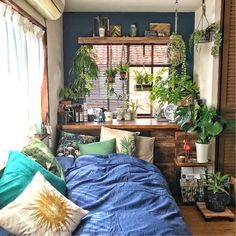 Rustic Bedroom Ideas - Search rustic bedroom decorating ideas as well as formats. Discover bedroom ideas and also design ideas from a range of hill style bedrooms, consisting of shade, . Sleeping Porch, Appartement Design, Home Decor Bedroom, Bedroom Ideas, Bedroom Plants, Design Bedroom, Warm Bedroom, Diy Bedroom, Bedroom Rustic
