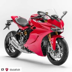 The SuperSport range includes a SuperSport S version featuring fully adjustable Öhlins suspension, the Ducati Quick Shift up/down system and a rear seat cover: the latter are also available as accessories for the SuperSport. #sportmadelight #ducati #ducati2017 #supersport #ducatisupersport @ducatiuk