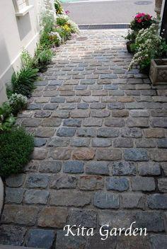 64 Ideas For Outdoor Patio Diy Stones Pathways Small Patio Design, Small Backyard Patio, Diy Patio, Backyard Landscaping, Outdoor Walkway, Pergola Patio, Front Walkway, Walkway Ideas, Brick Pathway