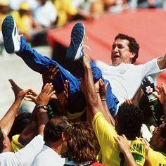 """""""Disputar a Copa do Mundo foi muito mais fácil do que a Eliminatória. Pela pressão que tínhamos no Brasil, a responsabilidade de classificar"""", disse Parreira. http://esportes.terra.com.br/brasil/parreira-copa-de-1994-foi-mais-facil-que-eliminatoria,b007acb382846410VgnVCM3000009af154d0RCRD.html"""