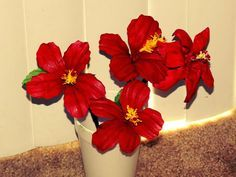 Creative DIY crafts: Recycled DIY: Hibiscus flowers made with waste plastic water bottles