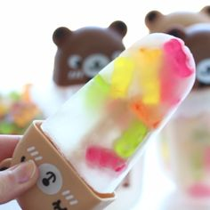 Bear Popsicles Have you seen a cuter popsicle? Aloe juice tastes delicious with these sweet gummy bears!Have you seen a cuter popsicle? Aloe juice tastes delicious with these sweet gummy bears! Gummy Bear Popsicles, Cute Food, Yummy Food, Ed Wallpaper, Açai Bowl, Buzzfeed Tasty, Rainbow Food, Tiny Food, Popsicle Recipes