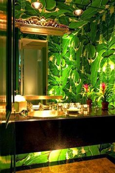 High drama is perfect in a powder room. Note under cabinet lighting. Brazillianc… High drama is perfect in a powder room. Note under cabinet lighting. Brazilliance – The Glam Pad Bathroom Inspiration, Interior Inspiration, Bathroom Ideas, Design Inspiration, Estilo Kitsch, Powder Room Wallpaper, Palm Wallpaper, Botanical Wallpaper, Bathroom Wallpaper Leaves