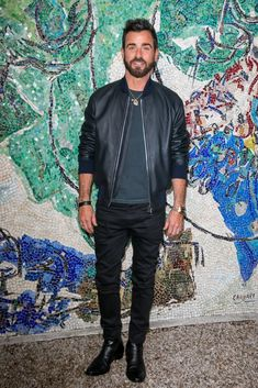 Justin Theroux Looked Handsome in Leather Handsome Men Quotes, Handsome Arab Men, Beautiful Women Quotes, Beautiful Tattoos For Women, Woman Sketch, Woman Drawing, Strong Woman Tattoos, Spine Tattoos For Women, Justin Theroux
