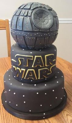 Star Wars Death Star Cake for Groom's cake?I think I'm the bigger Star WArs fan tough. Crazy Cakes, Fancy Cakes, Cute Cakes, Pink Cakes, Bolo Star Wars, Star Wars Cake, Star Wars Wedding Cake, Star Wedding, Camo Wedding
