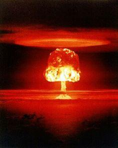 1954年3月、米国がビキニ環礁で実施した水爆実験「キャッスル」の爆発(CTBT機関準備委員会提供) ▼10Feb2014神奈川新聞 ビキニ水爆実験から60年、文化も壊す核被害 http://news.kanaloco.jp/localnews/article/1402100001/ #Marshall #MarshallIslands #IslasMarshall #BikiniAtoll #OperationCastle #DaigoFukuryuMaru #Nucleartestsitecontamination #Nuclear