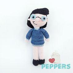 Una hermosa muñeca hecha de algodón, de la serie Hey Arnold, búscanos en nuestras redes como Tejidospeppers Hey Arnold, Crochet Hats, Boys, Character, Amigurumi, Sweetie Belle, Knitting Hats, Baby Boys, Children
