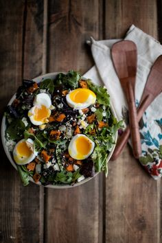 Delicious, nutritious and perfectly filling, this salad is made with sweet potato, quinoa and soft-boiled eggs! top with sunflower seeds for delicious crunch! I Love Food, Good Food, Yummy Food, Tasty, Sweet Potato Quinoa Salad, Potato Salad, Egg Salad, Clean Eating, Healthy Eating