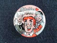 Vintage Pin Pinback Button Comic 1970 The Archies Gumball Machine Charm Minty Archie Comic Books, Archie Comics, Archie Betty And Veronica, Gumball Machine, Pinterest Pin, Vintage Pins, Pin Collection, Patches, Advertising