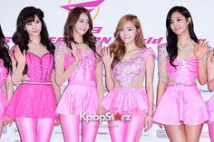 Girls\' Generation(SNSD) Reveals Perfect Figure In Hot Pink For 2013 World Tour \'Girls& Peace\' In Seoul