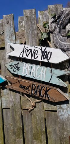 Bestel hier uw Wegwijzer | Byjootje.nl Wood Plank Art, Wood Planks, Wood Wall Art, Beach Signs Wooden, Wood Signs, Crafts To Do, Wood Crafts, Tiki Hut, Vinyl Designs