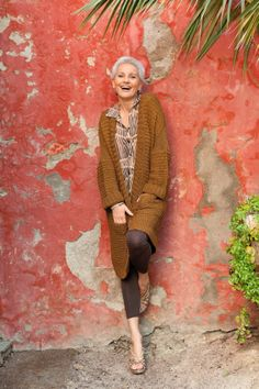 Love this look- Gabriela Rickli-Gerster (age a senior fashion supermodel that travels the globe to work runways, ad campaigns and TV commercials 60 Fashion, Mature Fashion, Over 50 Womens Fashion, Fashion Over 50, Fashion Models, Fashion Trends, Style And Grace, My Style, Casual Chique