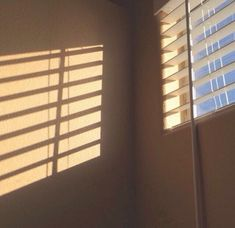 Image about aesthetic in P I C T U R E by *°~Sehun's waifu~°* Cream Aesthetic, Brown Aesthetic, Aesthetic Photo, Aesthetic Pictures, Aesthetic Light, Café Latte, Sun Blinds, Photo Instagram, Light And Shadow