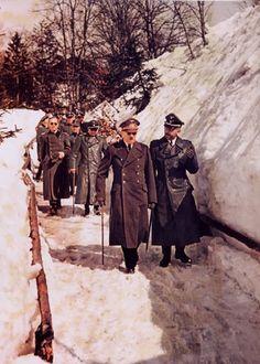 Hitler et Himmler sur une promenade d'hiver En Janvier 1945 - Historique du monde allemand War 2 couleurs de l'image