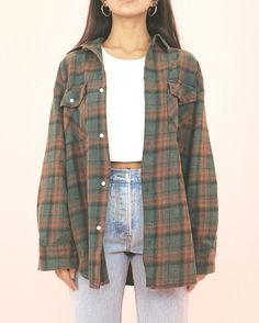 Flannel Source by gauderanadine flannel outfits Source by MMathildeColeFashion flannel outfits Cute Casual Outfits, Retro Outfits, Grunge Outfits, Simple Outfits, Casual Chic, Cute Flannel Outfits, Flannel Fashion, Oversized Flannel Outfits, Cute Vintage Outfits