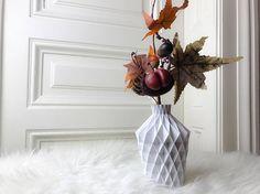 Wunderschöne und moderne Vase - 3d gedruckt - erhältlich in 10 verschiedenen Farben - 4 Größen erhältlich - perfekt für Ihr Wohnzimmer Clear Glass Vases, White Vases, Vases Decor, 3d Printing, Modern Design, Etsy, Vintage, Prints, Home Decor