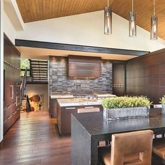 This open kitchen is perfect for entertaining #LuxeAZ Nov/Dec⠀ Interiors: @ownbydesign ⠀ Architecture: @charlescunniffe ⠀ Photo: Mark Boisclair⠀ @sandow⠀ •⠀ •⠀ •⠀ #instaluxe #Arizonadesign #luxuryinteriors #kitchendesign #entertaining #Phoenix #interiordesign⠀  #Regram via @luxemagazine