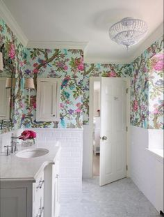 French Home Interior House of Turquoise: Shophouse Design.French Home Interior House of Turquoise: Shophouse Design House Of Turquoise, Bad Inspiration, Bathroom Inspiration, Bathroom Ideas, Design Bathroom, Bath Ideas, Bath Design, Bathroom Goals, Bathroom Layout