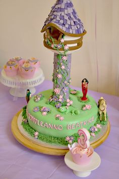 Rapunzel cake ! OMG is this real ????!