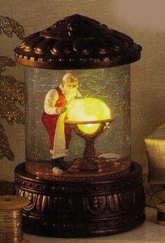 Hallmark-Mapping-His-Way-Night-Before-Christmas-Series-Santa-Snow-Globe