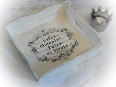 **Ein süßes Tablett im french Shabby-Style. Für den Morgenkaffee, die Tasse Tee am Nachmittag oder zum Anrichten von Keksen oder Dekorieren von Kerzen. So vielfältig kann dieses kleine Schmuckstück...