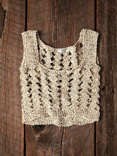 This Pin was discovered by Piy Top Crop Tejido En Crochet, Tops A Crochet, Gilet Crochet, Crochet Summer Tops, Crochet Shirt, Crochet Bikini, Knit Crochet, Diy Crop Top, Crop Top With Jeans