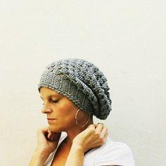 Simple hat crochet pattern (in Italian).